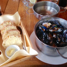 Moule mariniere with ciabatta