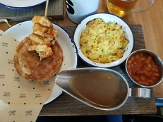 Moo & Blue pie with halloumi skewers, macaroni cheese, beans and gravy